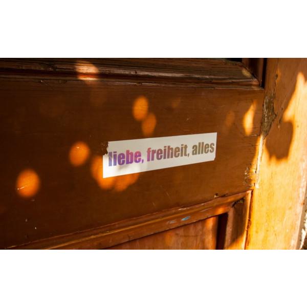 Individueller Druck auf silbern irisierender Eggshell-Folie